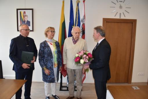 Plungės garbės piliečiui S. Domarkui ir K. Domarkienei – sveikinimai gimtadienių proga