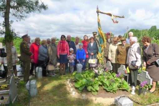 Leliūnuose ir Pakalniuose pagerbti savanoriai, kovoję už Lietuvos nepriklausomybę