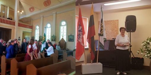 Bendruomenei pristatyta Šimkaičių vėliava