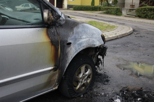 Per eismo įvykį Pagėgių savivaldybėje užsidegė automobilis