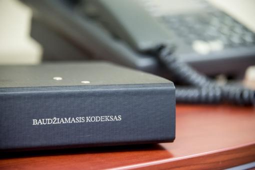 Vilniaus darželio-mokyklos direktorei skirta bauda už dokumentų klastojimą partijos naudai