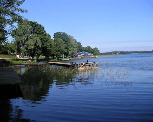 Sudeikių ežerą galima pasiekti autobusu