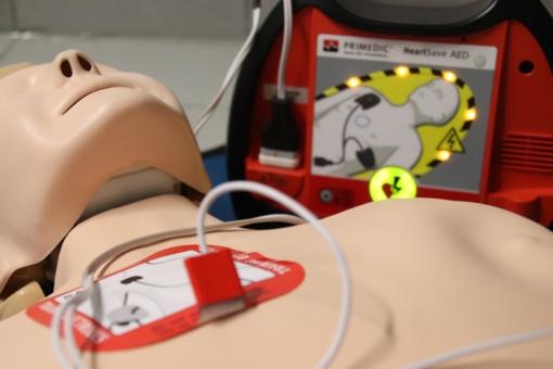 Autobusų stočiai padovanojo defibriliatorių
