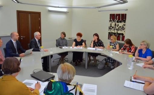 Ministras Algirdas Monkevičius inicijuoja darbo grupę, spręsiančią mokyklų bibliotekininkų klausimus