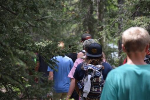 Mokiniai kviečiami į nemokamus edukacinius užsiėmimus: keliauti pažintiniais takais, konstruoti modelius, stebėti paukščius