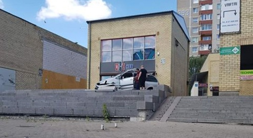 Įvykis prie merdinčio Kalniečių centro: kaip taip sugebėti?