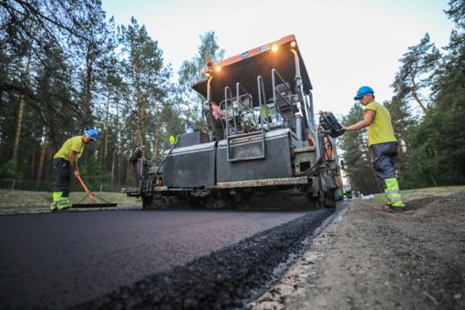 Sostinės Nemenčinės plente – beveik 3 km naujo asfalto