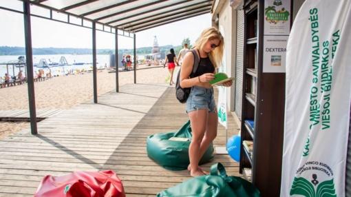 Į Kauno paplūdimius grįžta bibliotekos po atviru dangumi
