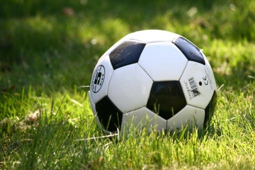 Neįprastame futbolo turnyre aukos lėšas kovai su vėžiu
