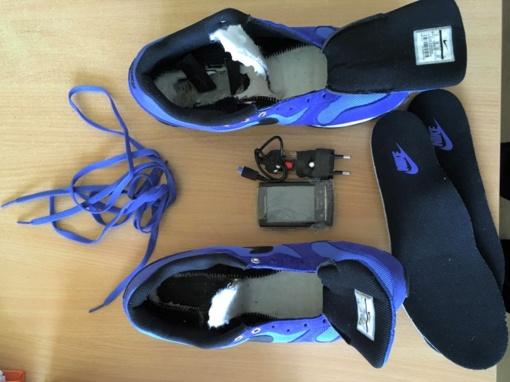 Draudžiami daiktai, slėpti sportiniuose batuose, nuteistojo nepasiekė