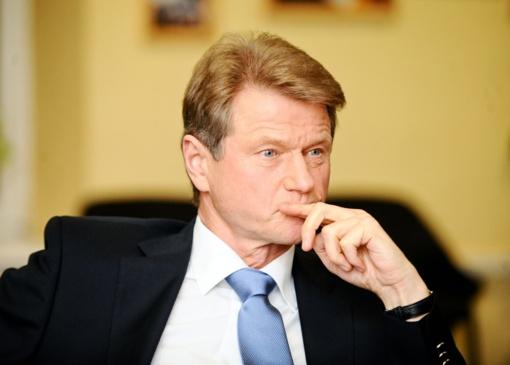 Teismas įpareigotas spręsti dėl prašymo keisti kaltinimą R. Paksui ir G. Vainauskui