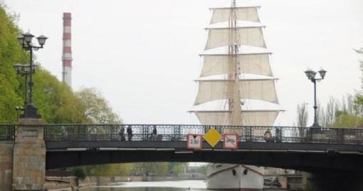 Tilto dundesys toliau žadins gyventojus