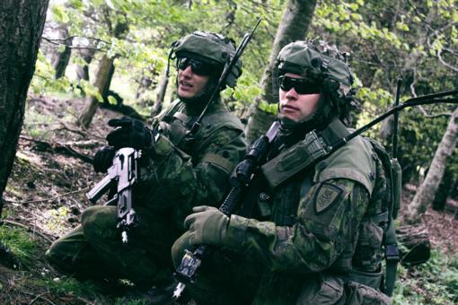 KAM ir JAV pasirašė sutartį, pagal kurią Lietuvos kariuomenė įsigis radijo ryšio įrangos
