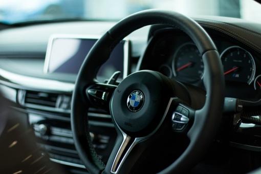 Panevėžio rajone susidūrė du BMW markės automobiliai