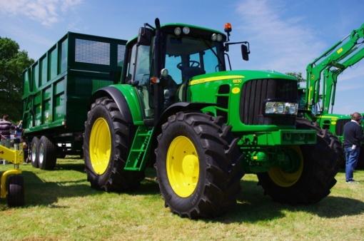 Ilgapirščiai pavogė traktorių kurą