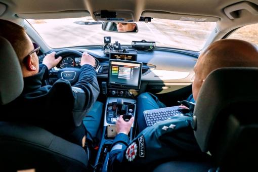 Draugiškai perspėja vairuotojus: policija įsigijo du nežymėtus automobilius