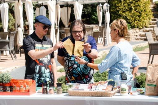 """A. Pogrebnojus: """"Dizaineriai pusryčius pradeda ne nuo kavos, o nuo šampano"""""""