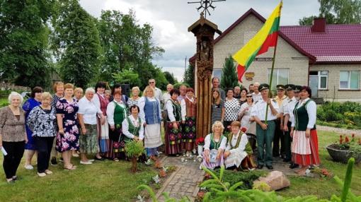 Gedulo ir vilties dienos minėjimas Mažosios Viduklės kaimų bendruomenės kiemelyje