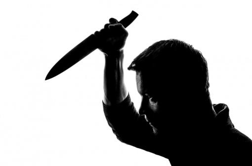Vilniuje dar vienas smurto protrūkis: vyras mušė moterį ir peiliu žalojo save patį