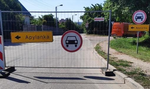 """Apylankos ženklu pasipuošė dar viena gatvė: """"baigia uždaryti visą Kauną"""""""