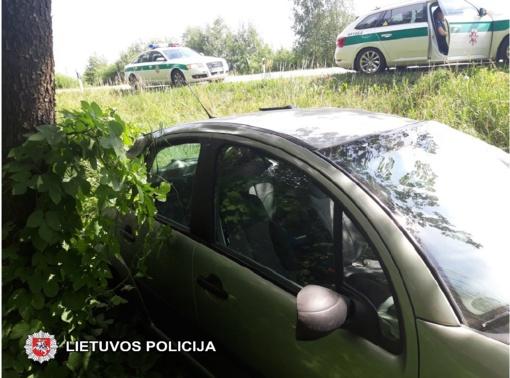 Nuo kelio nuvažiavusio automobilio vairuotojai nustatytas sunkus girtumas