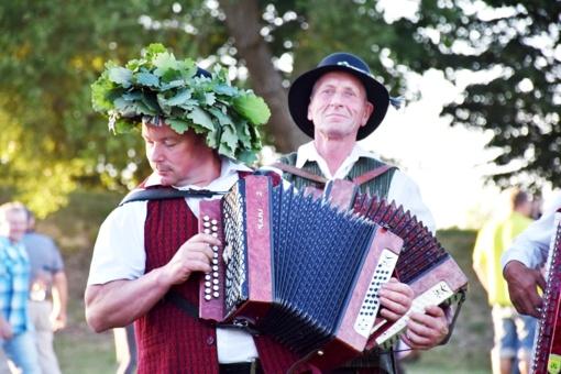 52-ąjį kartą ant Kernavės piliakalnių minia lietuvių šventė Rasas