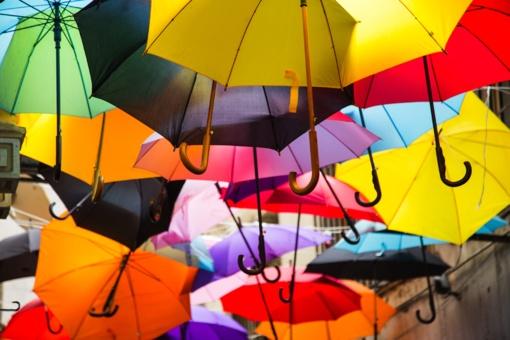 Šiauliuose trūksta ryškesnių spalvų skėčių