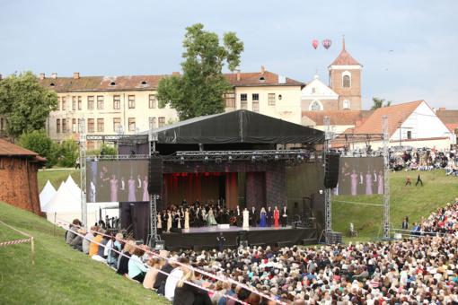 """Tradicinis festivalis """"Operetė Kauno pilyje"""" kvies publiką ir pasidžiaugti, ir pašėlti"""