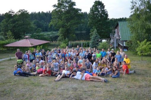 """""""Tarškučio"""" stovyklautojus vienijo daina ir šokis"""