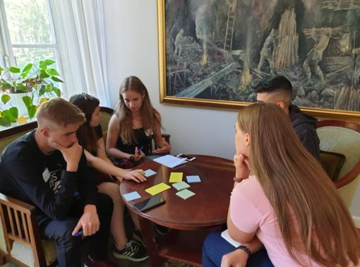 """Šeši jaunuoliai iš Plungės rajono dalyvavo verslumo akademijoje """"Nuotykių LEADER"""""""