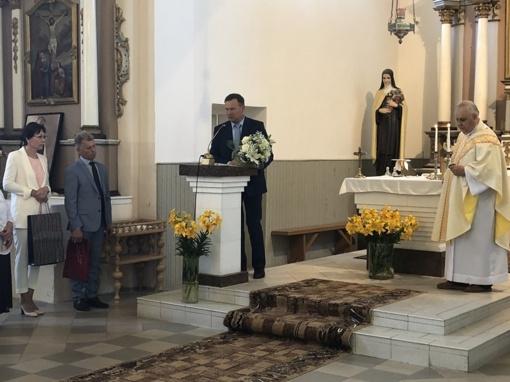 Krokialaukio parapijos klebonas Gintautas Steponaitis laikė atsisveikinimo Mišias