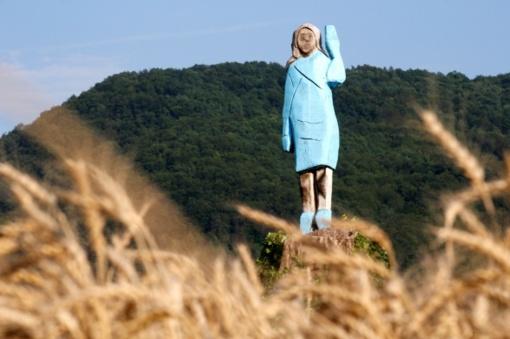 Slovėnijoje atidengta Melanios Trump statula sulaukė prieštaringų vertinimų