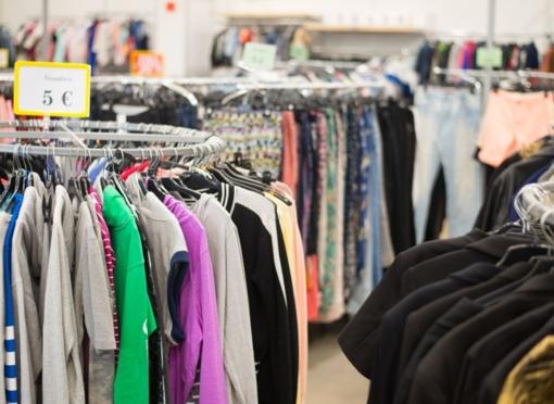 Dėvėtų drabužių parduotuvės vilioja ne tik kainomis: svarbu ir stiliaus atradimai, ir ekologija