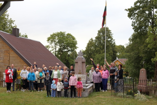 Zibališkiai būrėsi giedoti Lietuvos himną