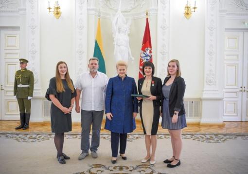 """Ordino """"Už nuopelnus Lietuvai"""" medaliu pagerbta bibliotekos direktorė Danguolė Abazoriuvienė"""