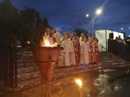 Valstybės dienos išvakarėse – išskirtinis šokio, šviesos ir poezijos spektaklis radviliškiečiams