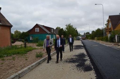 P. Cvirkos gatvėje pradėta kloti asfalto danga
