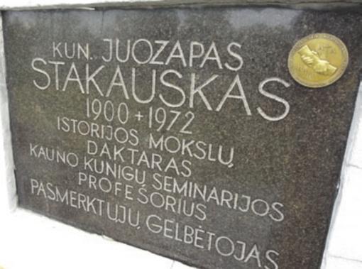 Atminimo ženklas – ant kunigo žasliečio kapo
