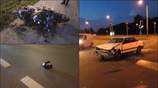 Naktį partrenktas motociklininkas – šalmas liko gatvėje, o motociklas ant šaligatvio