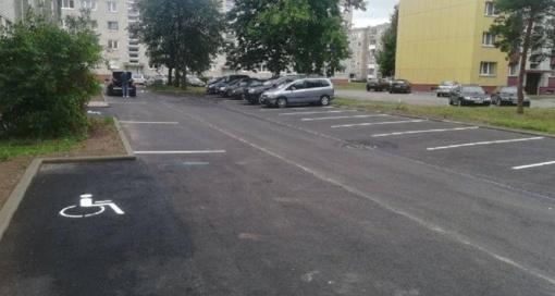 Dar vieno Marijampolės daugiabučio gyventojai džiaugiasi rekonstruota automobilių stovėjimo aikštele