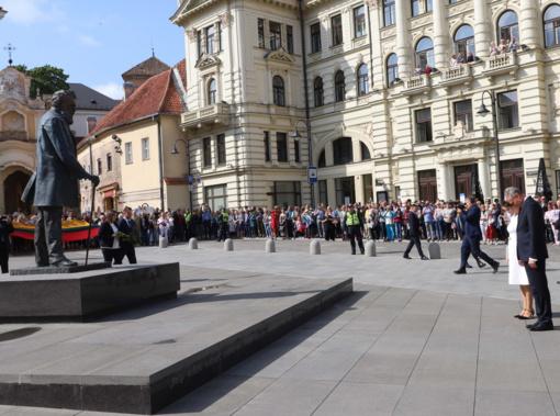 Inauguracijos diena: G. Nausėda apsilankė prie J. Basanavičiaus paminklo