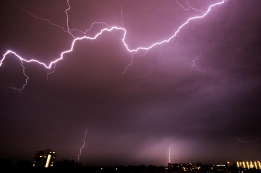 Virš Lietuvos – naujas galingas ciklonas: siautės smarkūs vėjai ir liūtys, galima kruša ir škvalas