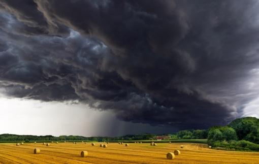 Šiandien Lietuvoje: lietus su perkūnija, vietomis kruša, škvalas