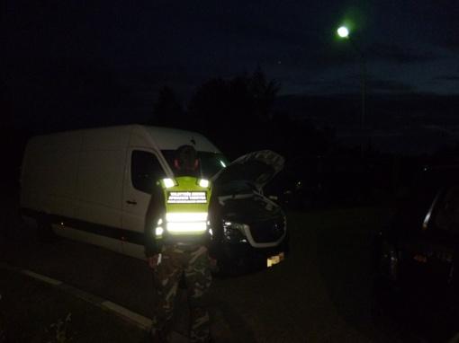 Raseinių rajono gyventojas vairavo mikroautobusą, įtariama, suklastotu identifikaciniu numeriu