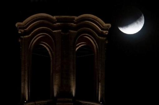 Pasaulis stebėjo dalinį Mėnulio užtemimą: pasigrožėkite akimirkomis
