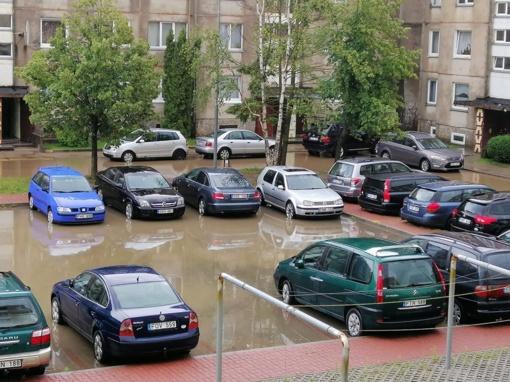 Trumpas, bet gausus lietus užtvindė Tauragę: gyventojams dingo net elektra