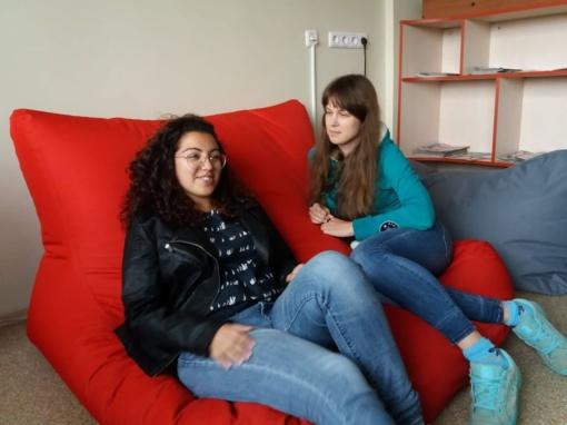 Bibliotekos savanorės Alina ir Marta: savanorystė skirta tiems, kurie gyvenime vertina ne tik materialius dalykus