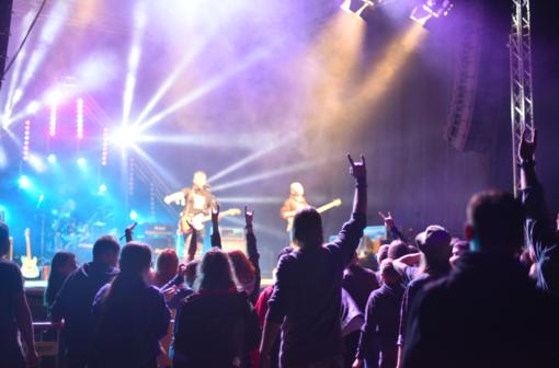 """Atgimė """"Rockmergės"""" festivalis: po daugiau nei dviejų dešimtmečių pertraukos sutraukė minią gerbėjų"""