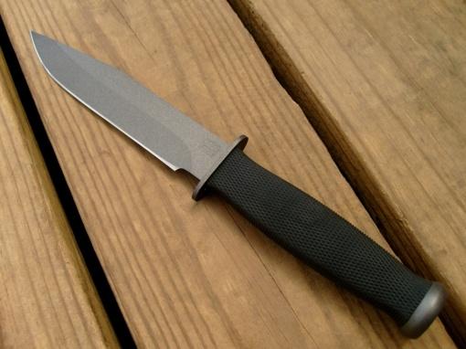 Šilalės rajone vyras peiliu grasino kitam vyrui