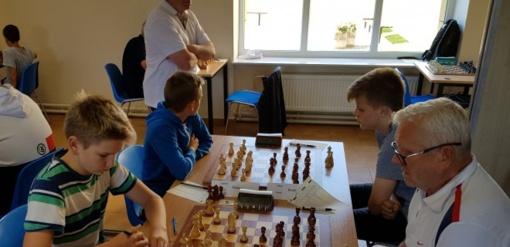 Šachmatininkai grįžo iš tarptautinio turnyro-stovyklos Plateliuose